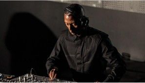 Jeff Mills agressé en plein mix !